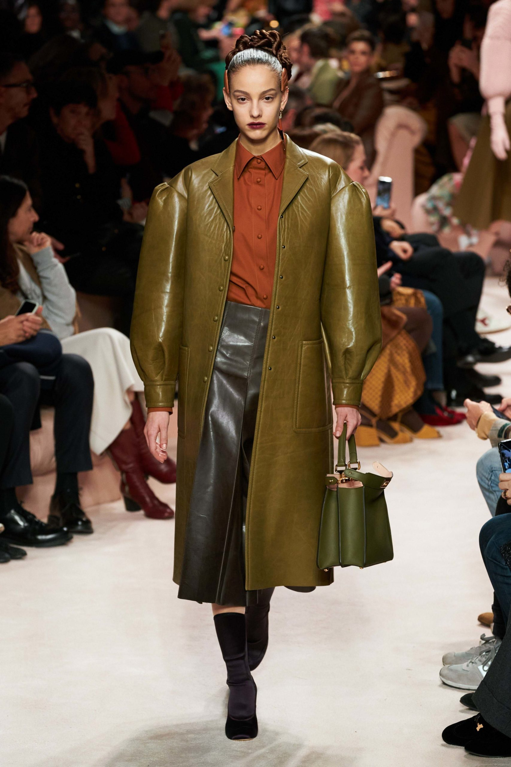 Fendi Fall 2020 trends runway report Ready To Wear Vogue look manche bold sleeves _