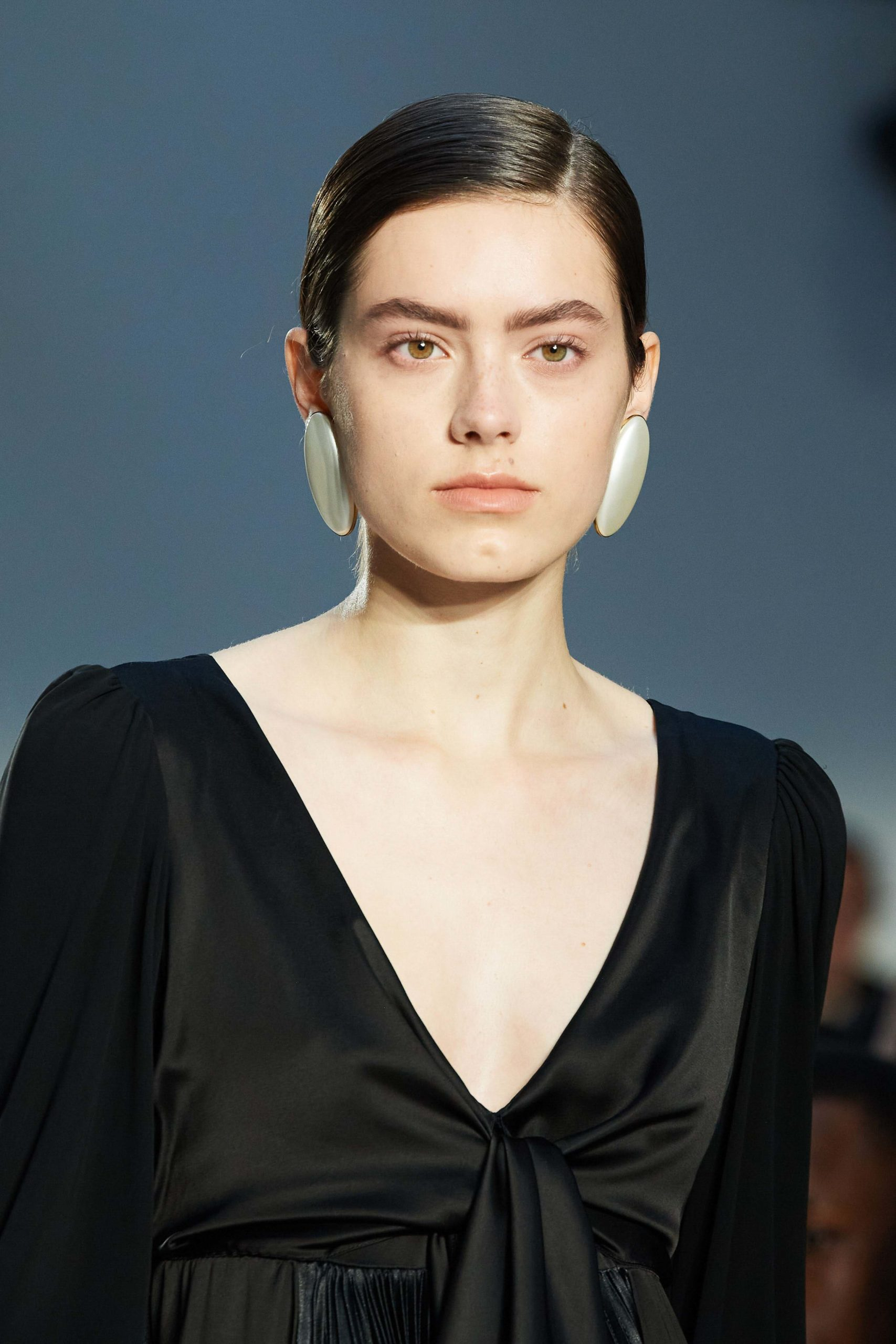 JW Anderson Mode Fall 2020 trends runway coverage Ready To Wear Vogue details earrings