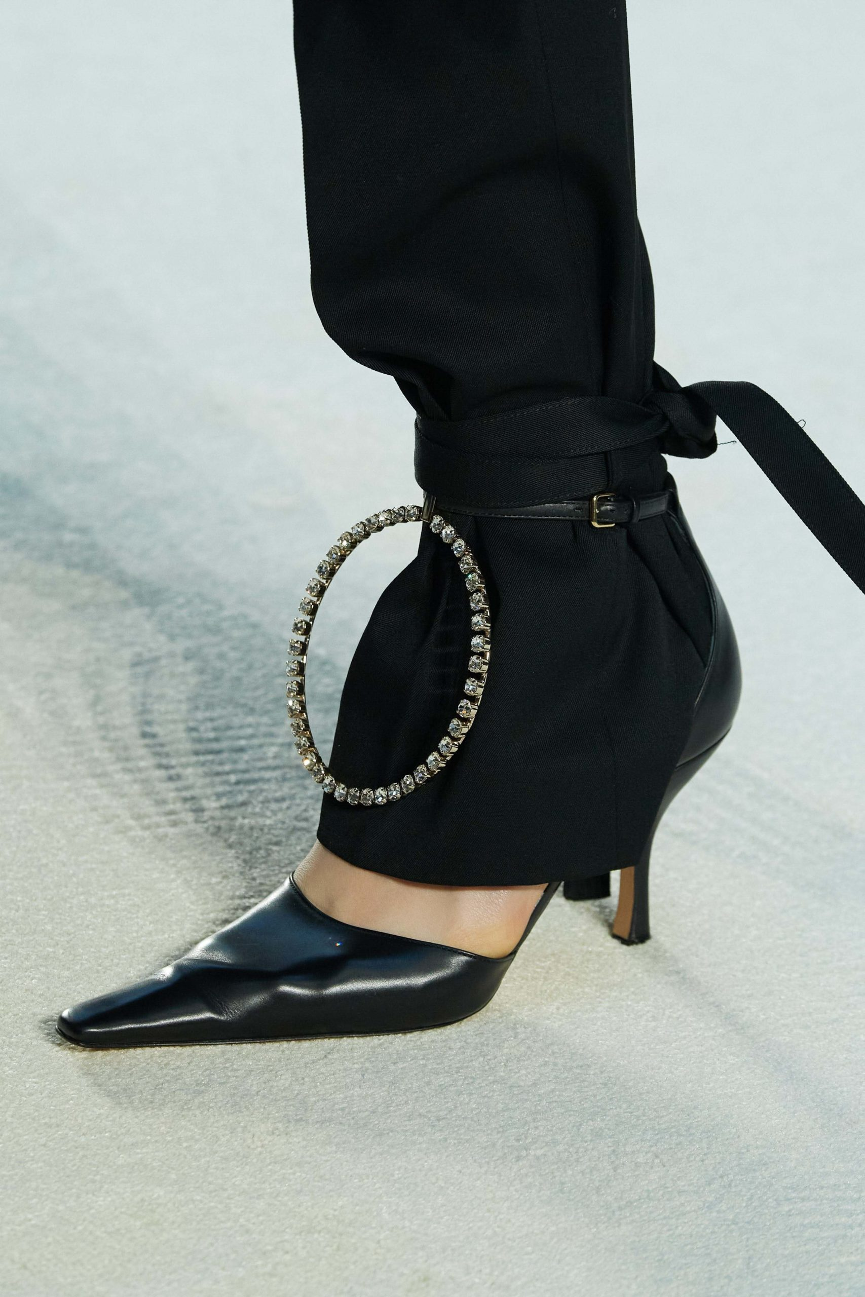 JW Anderson Mode Fall 2020 trends runway coverage Ready To Wear Vogue details shoes