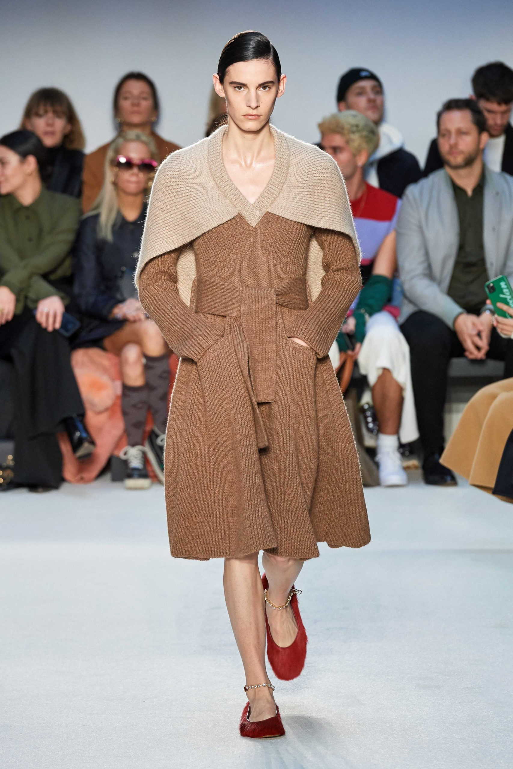JW Anderson Mode Fall 2020 trends runway coverage Ready To Wear Vogue front tie