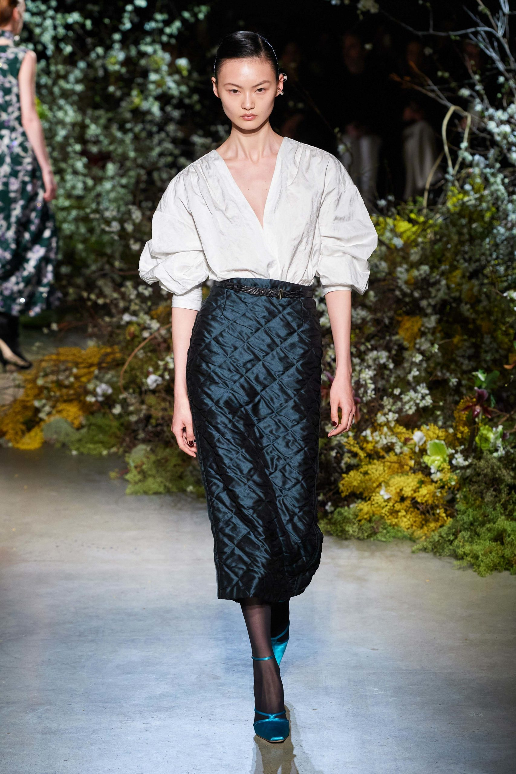 Jason Wu Fall 2020 trends runway coverage Ready To Wear Vogue manche et skirt square quilted