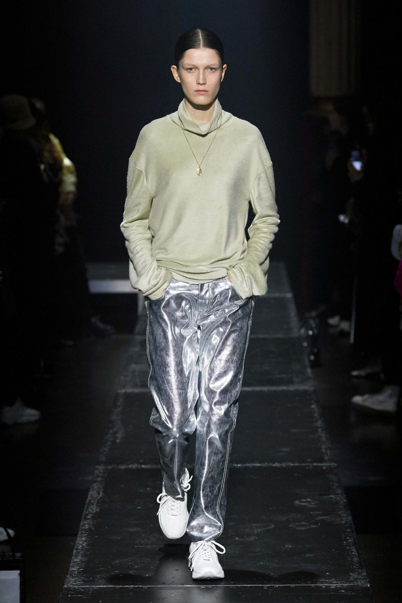 Kwaidan Editions Fall 2020 trends runway coverage Ready To Wear Vogue minimal silver_