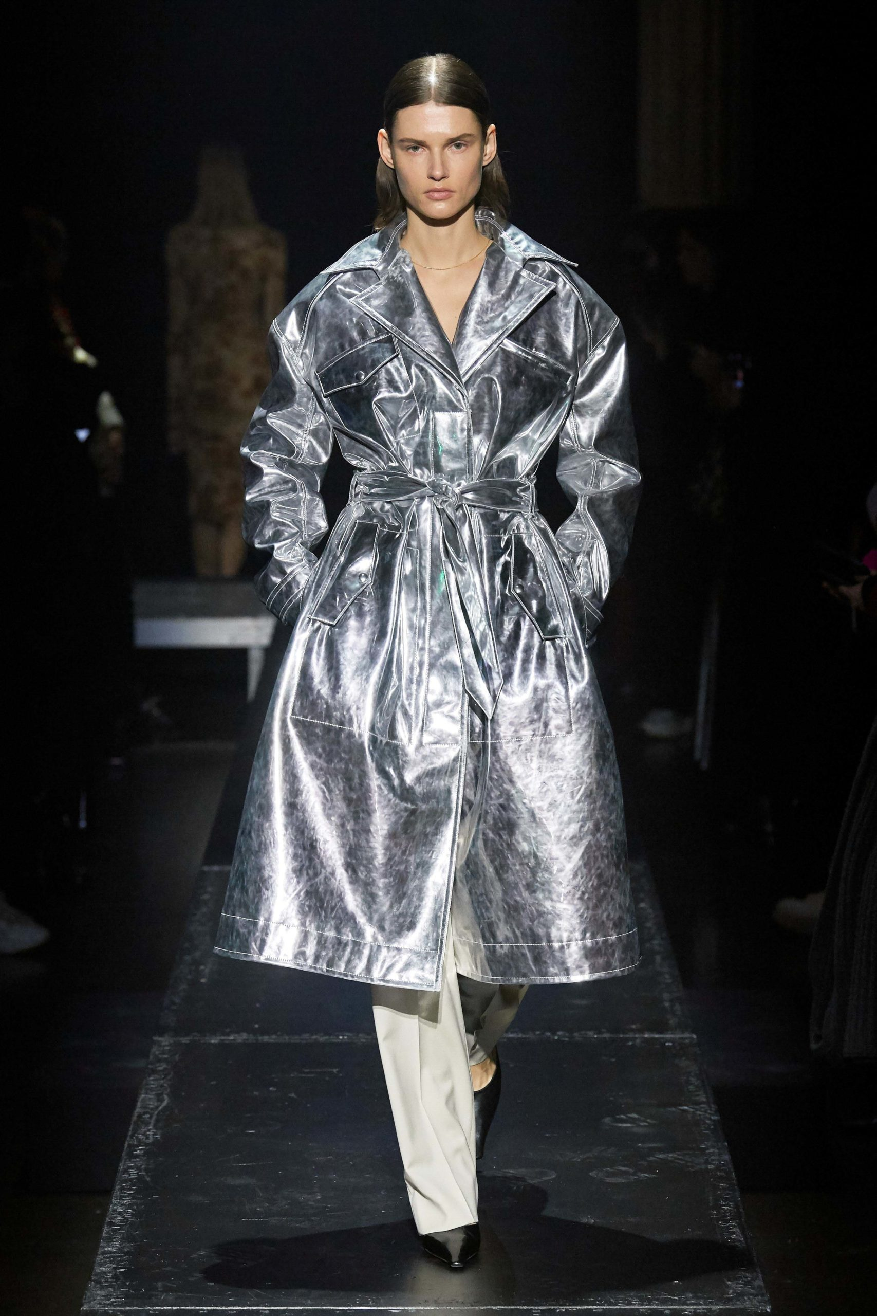 Kwaidan Editions Fall 2020 trends runway coverage Ready To Wear Vogue silver coat_