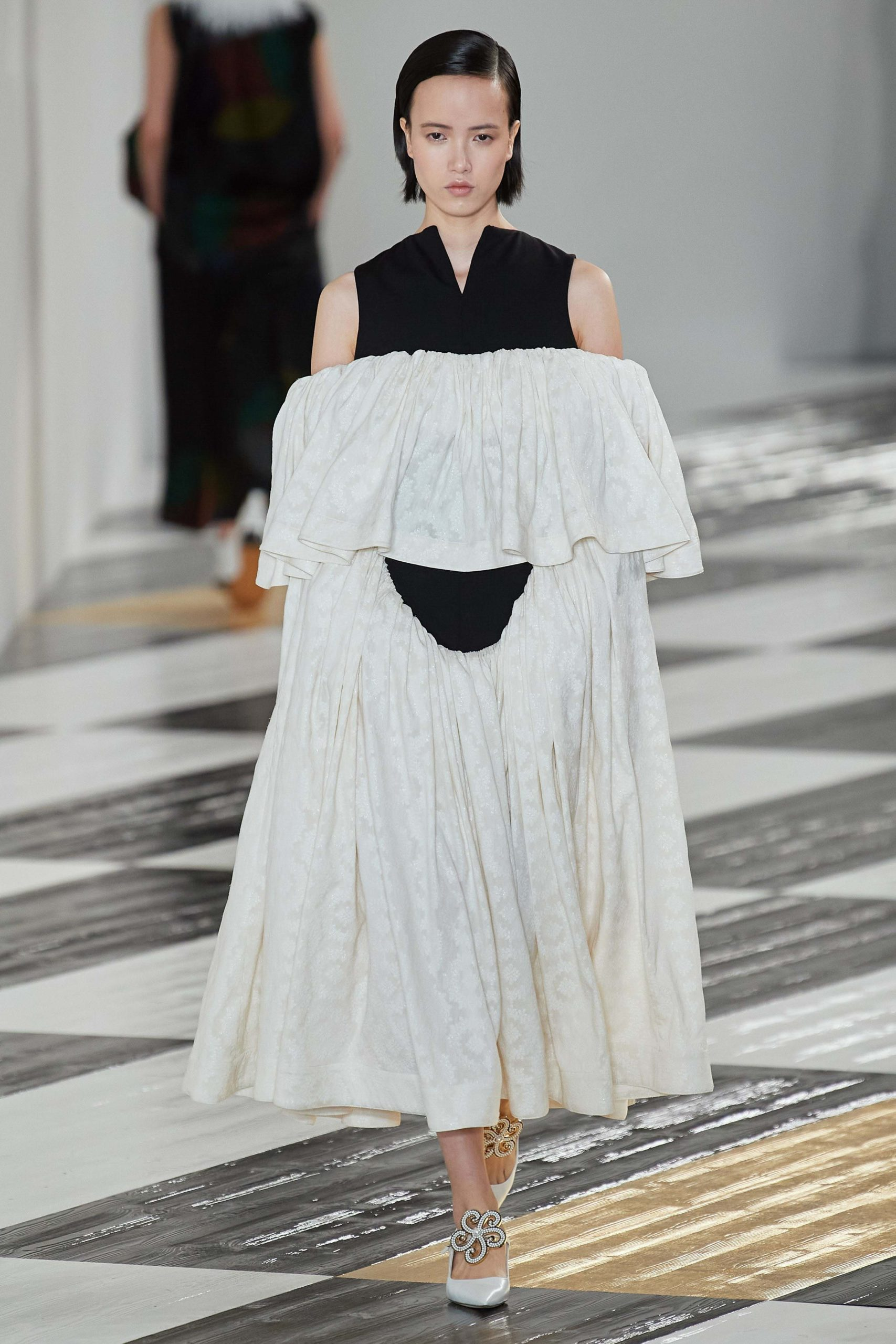 Loewe Fall 2020 trends runway coverage Ready To Wear Vogue epaule sexy shoulder