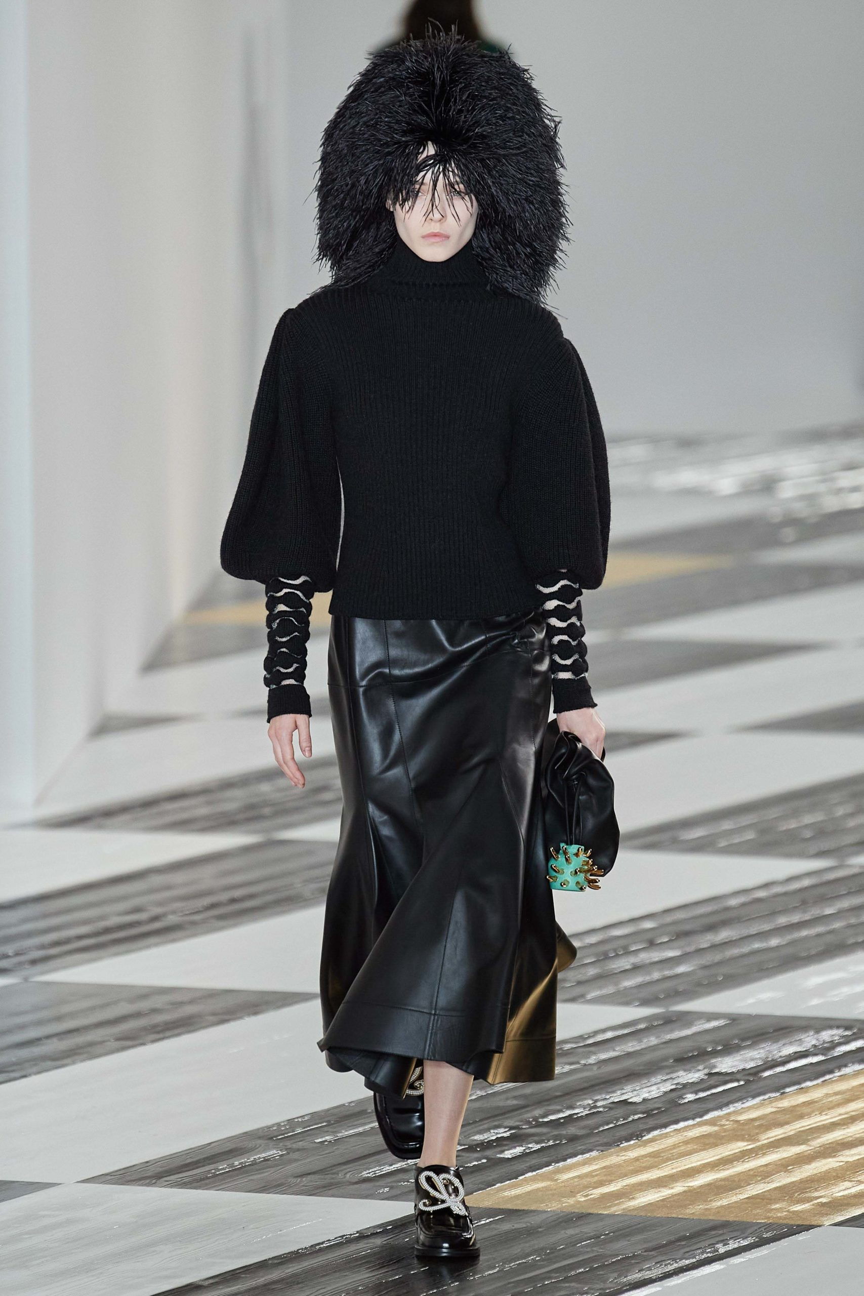 Loewe Fall 2020 trends runway coverage Ready To Wear Vogue manche feather