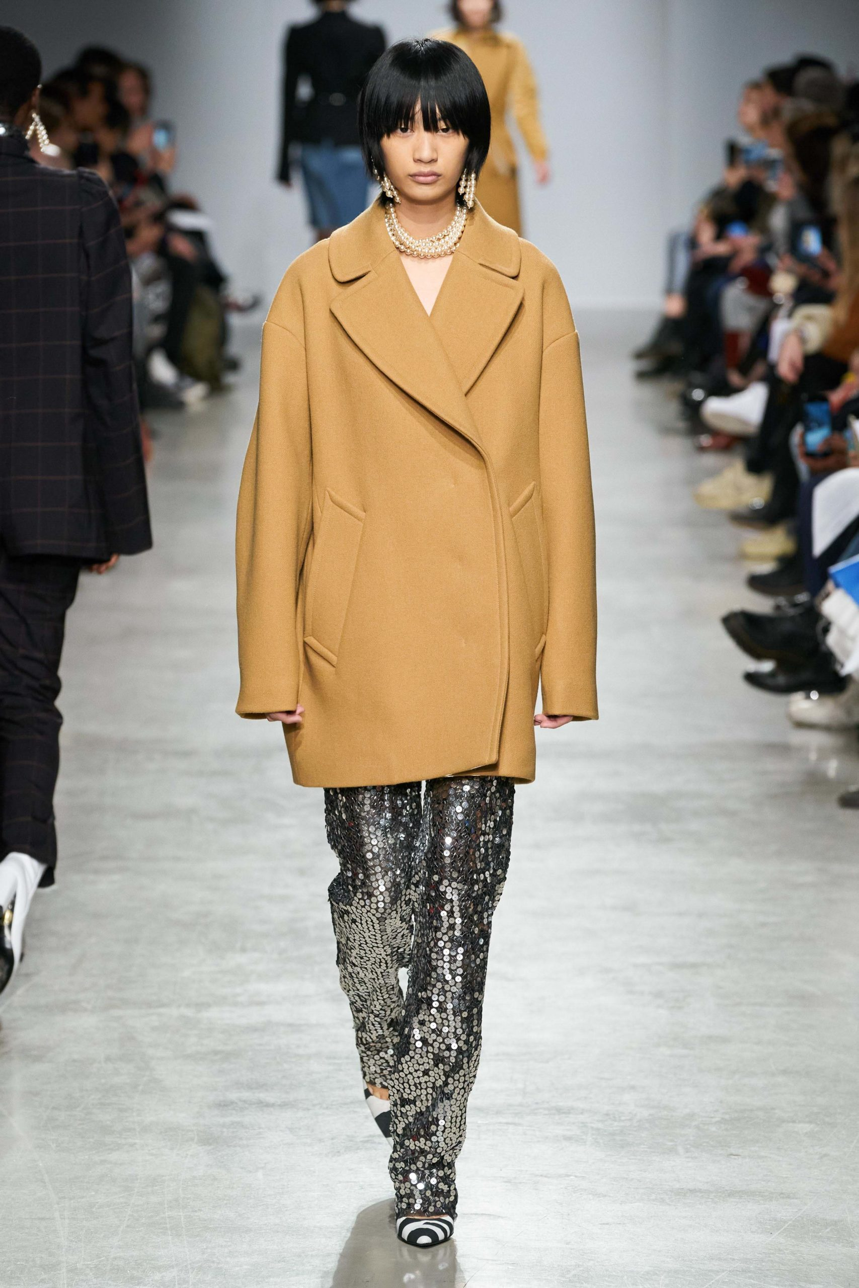 Lutz Huelle Fall 2020 trends runway coverage Ready To Wear Vogue minimal silver_