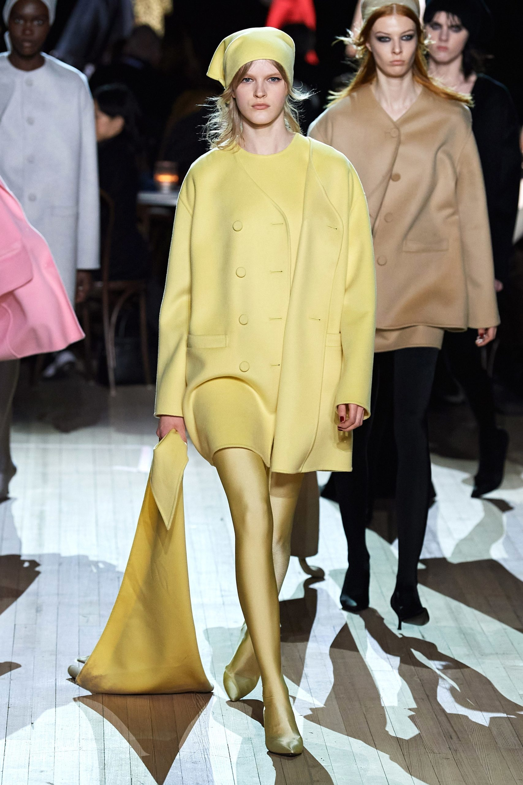 Marc Jacobs Fall 2020 trends runway coverage Ready To Wear soft yellow monochrome