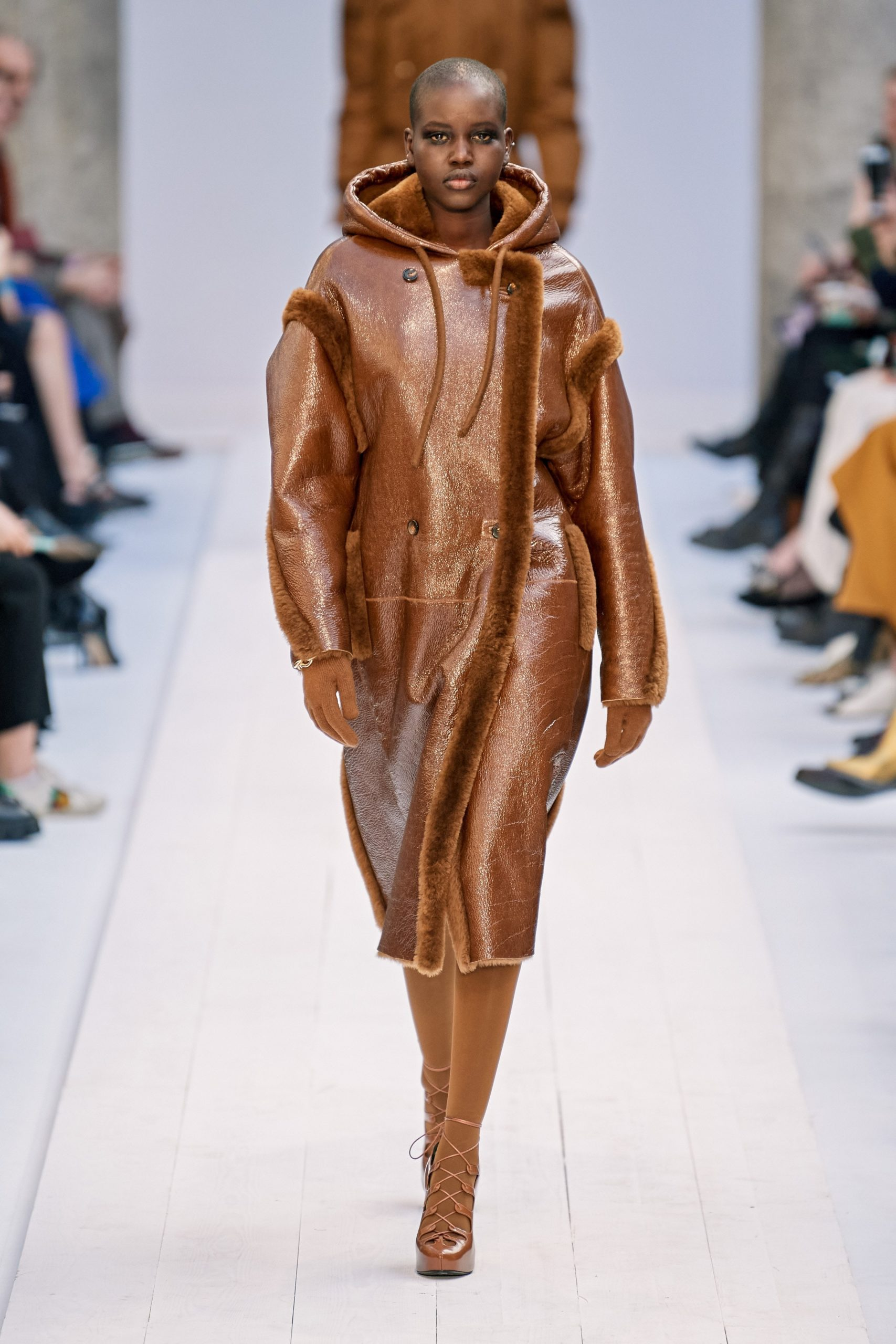 Max Mara Fall 2020 trends runway coverage Ready To Wear Vogue caramel monochrome