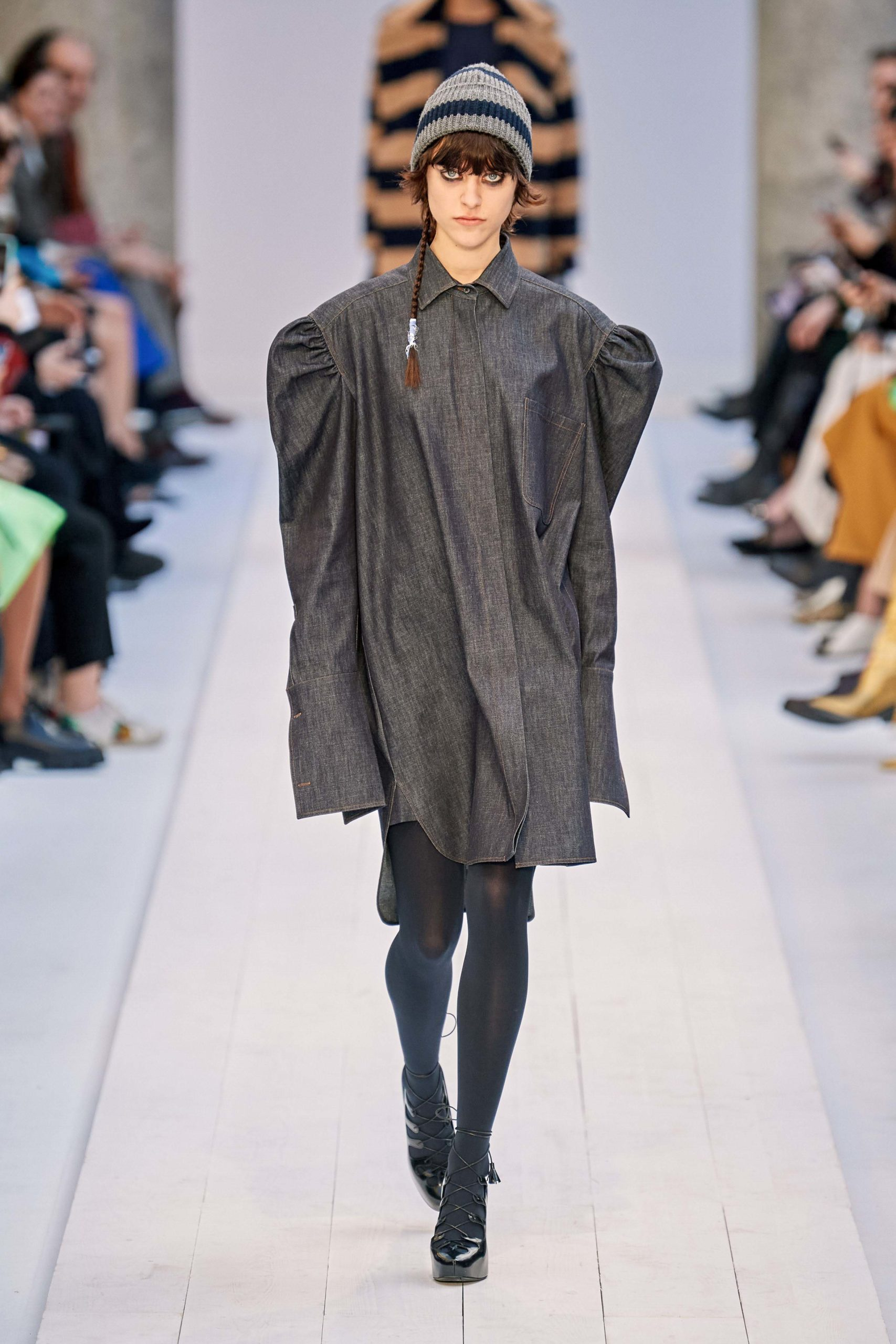 Max Mara Fall 2020 trends runway coverage Ready To Wear Vogue grey manche bold sleeves