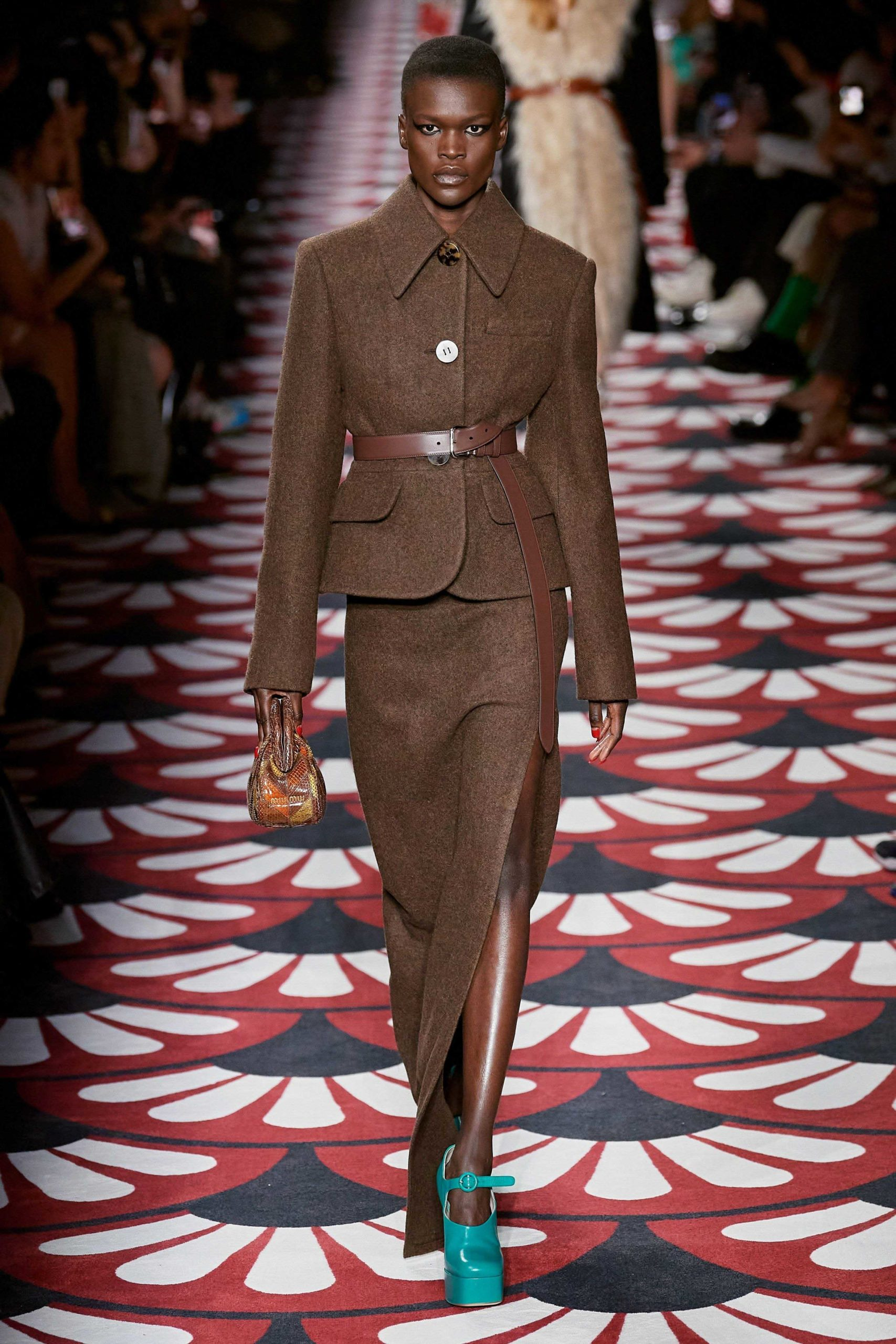 Michael Kors Fall 2020 trends runway coverage Ready To Wear Vogue tailleur jupe skirt suit