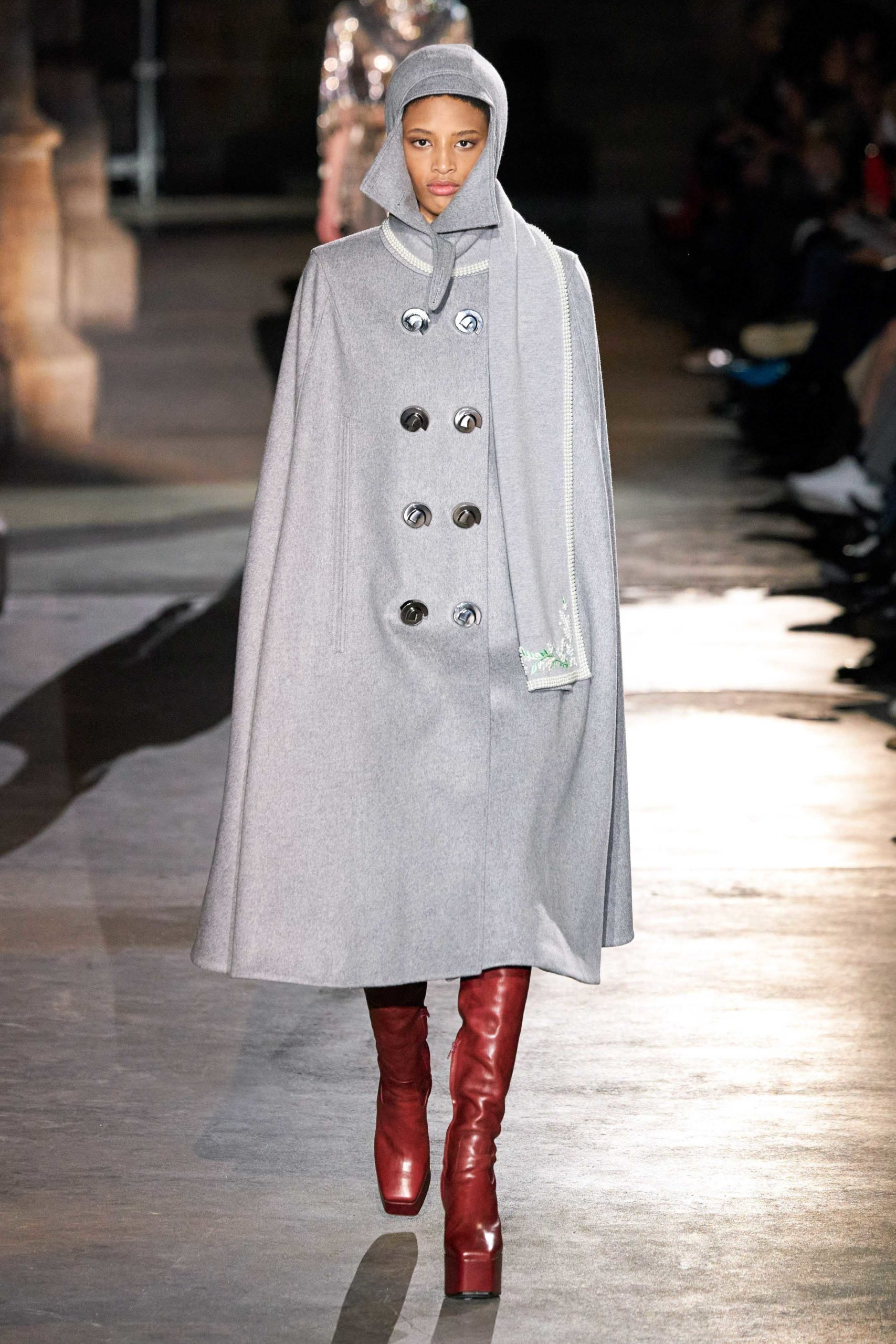 Paco Rabanne Fall Winter 2020 trends runway coverage Ready To Wear Vogue details capes with gloves