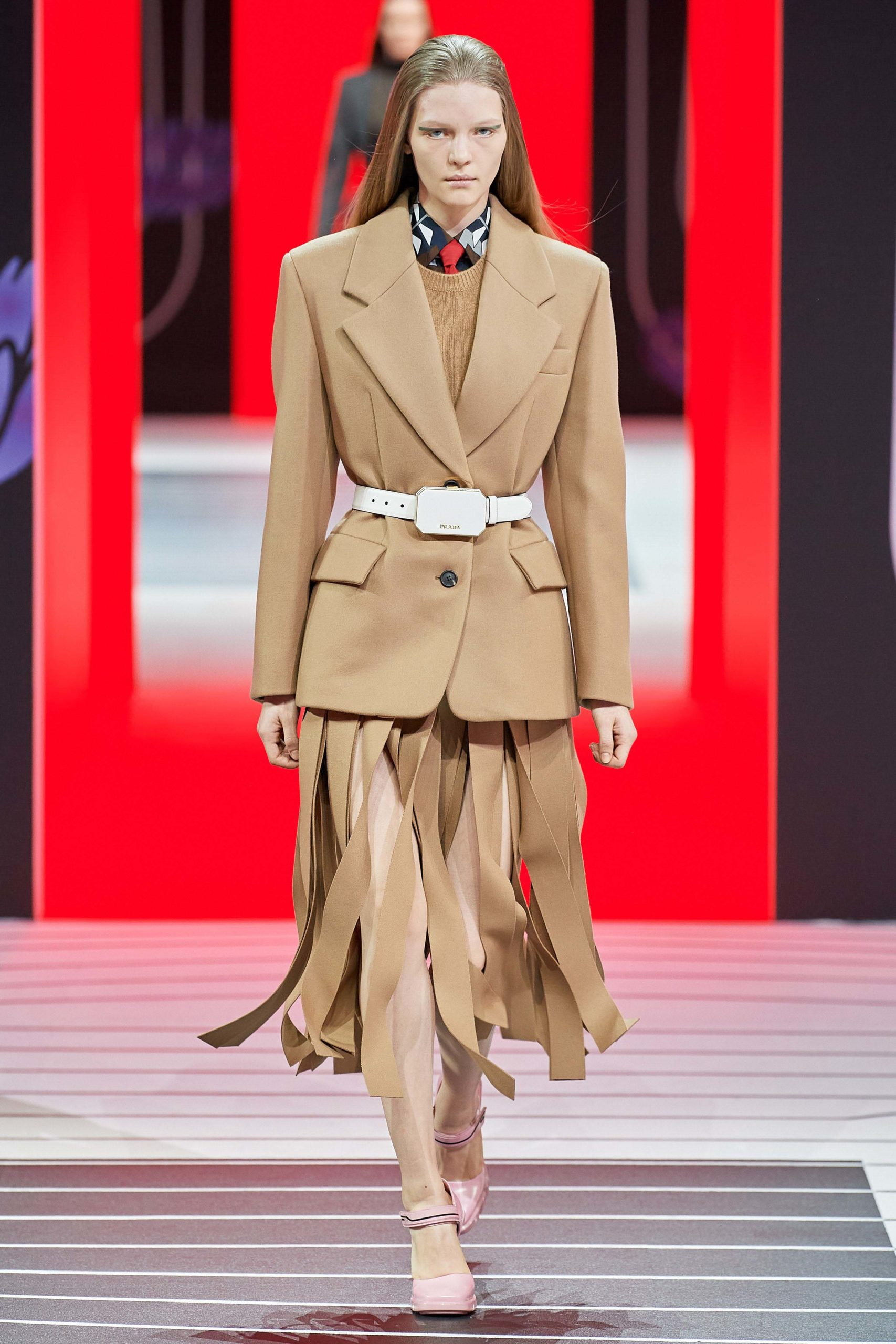 Prada Fall 2020 trends runway coverage Ready To Wear Vogue tailleur jupe fringe