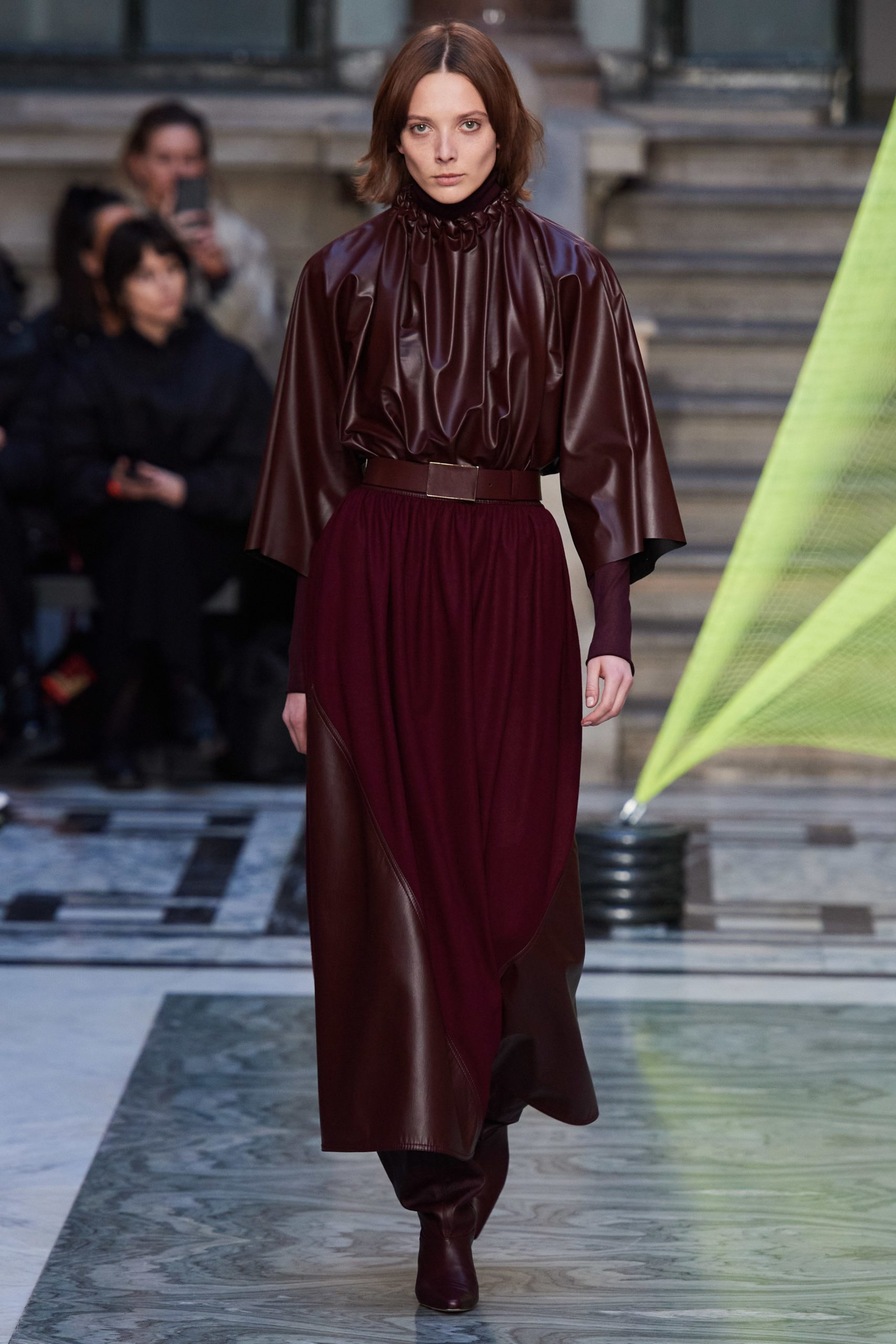Roksanda Fall 2020 trends runway coverage Ready To Wear Vogue eggplant monochrome