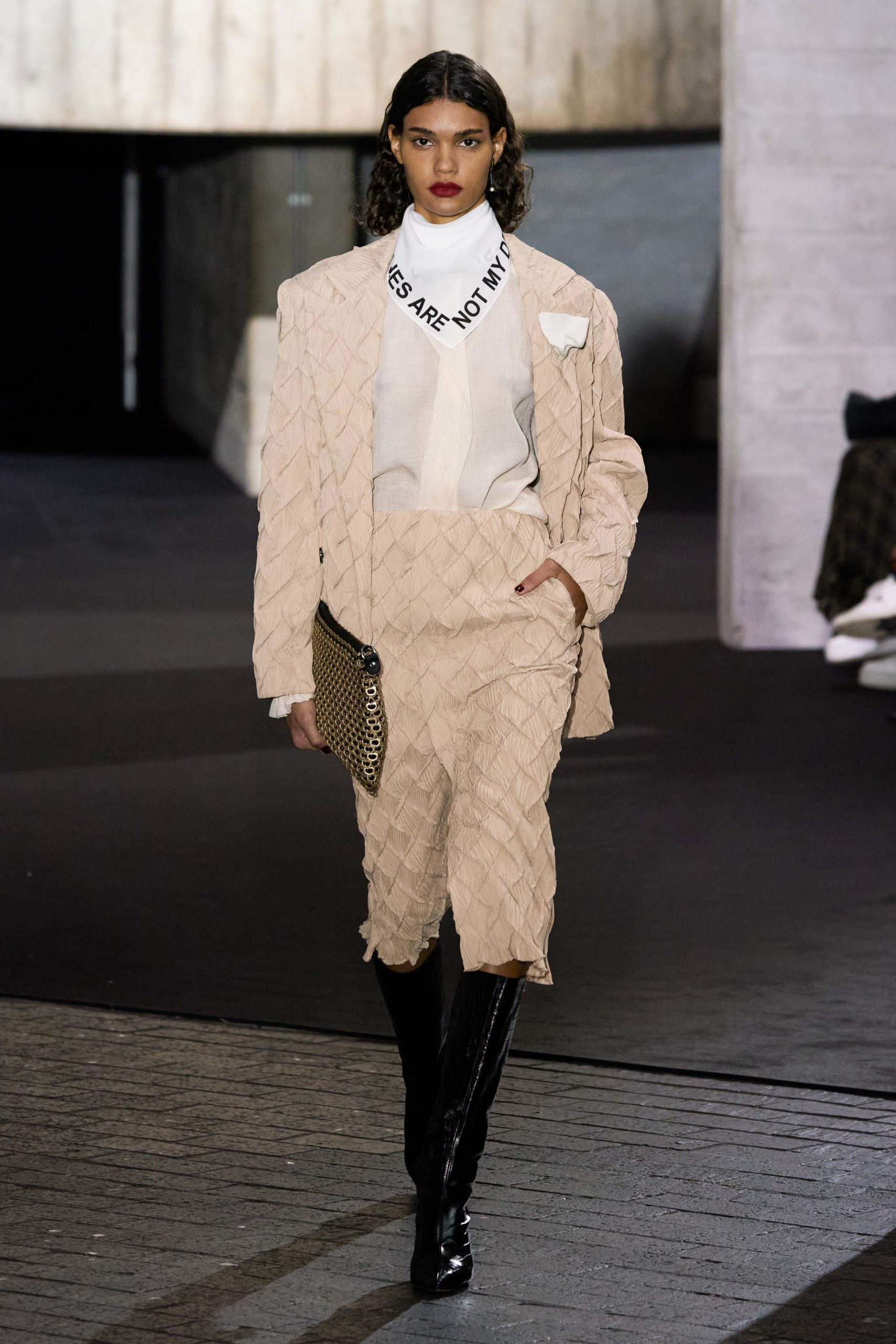 Rolan Mouret Fall 2020 trends runway coverage Ready To Wear Vogue tailleur skirt suit