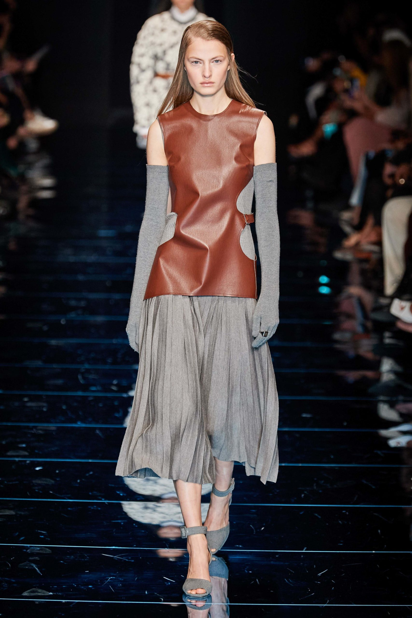 Sportmax Fall 2020 trends runway coverage Ready To Wear Vogue cut out and gloves