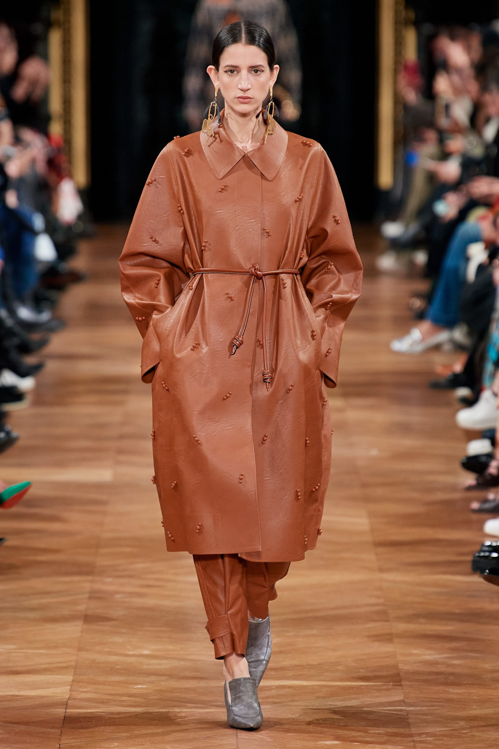 Stella McCartney Fall 2020 trends runway coverage Ready To Wear Vogue caramel monochrome