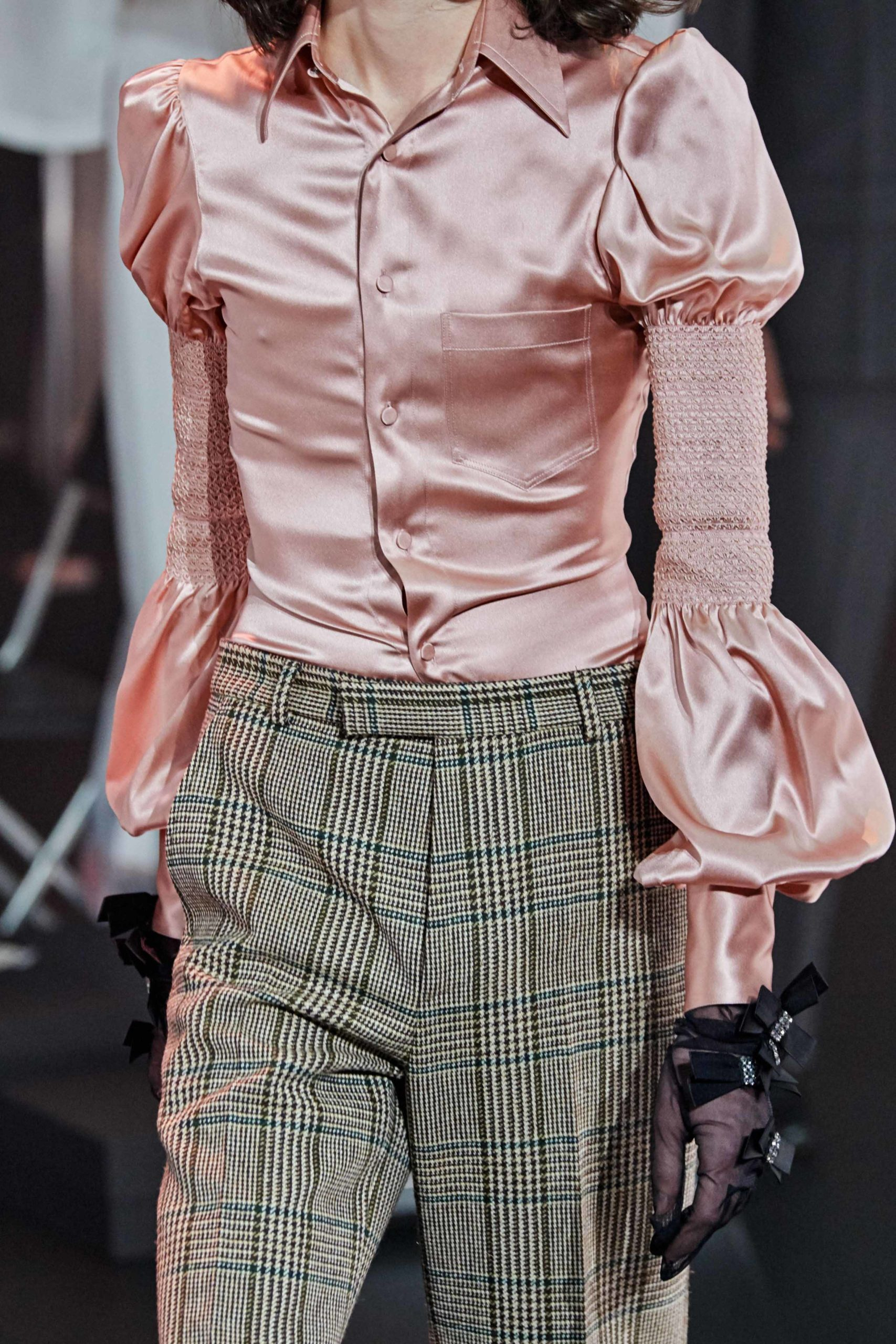 Gucci gloves Fall 2020 trends runway coverage Ready To Wear Vogue ring and gloves best fall 2020 details