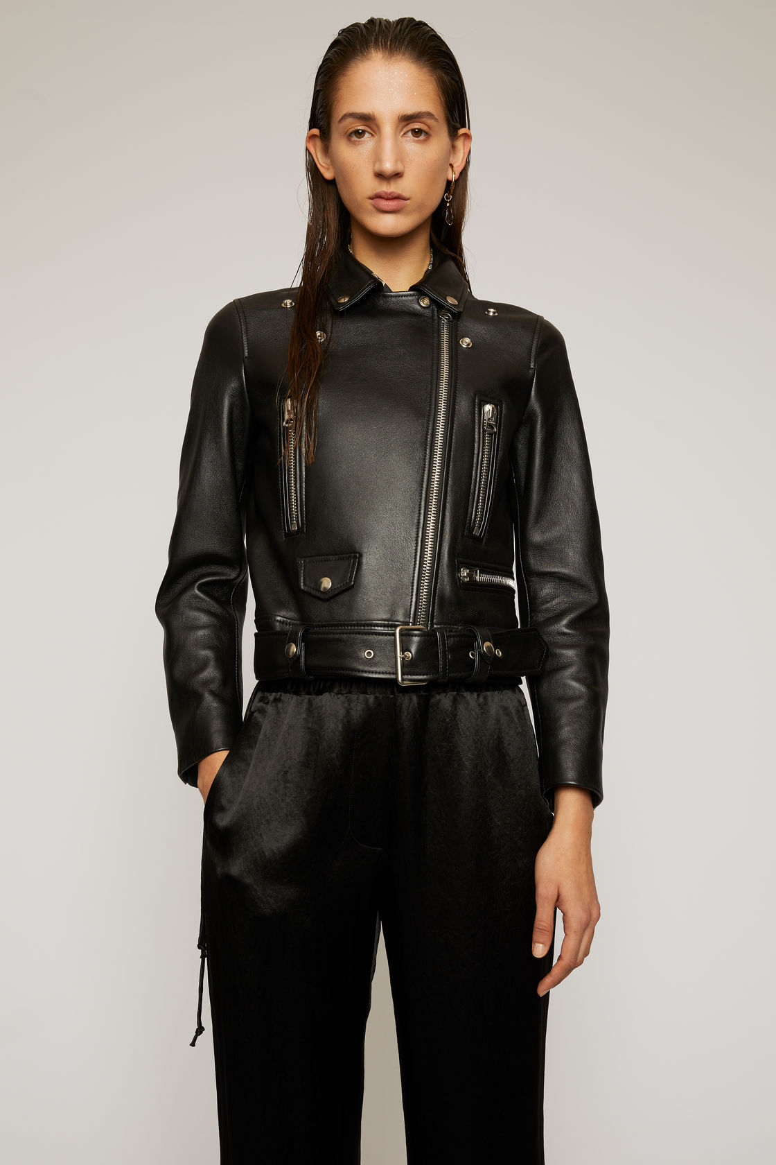 The cropped black leather jacket for women The leather biker jacket is a French staple: timeless and effortless chic! Selection of the best premium leather jackets Anine Bing Benjamin
