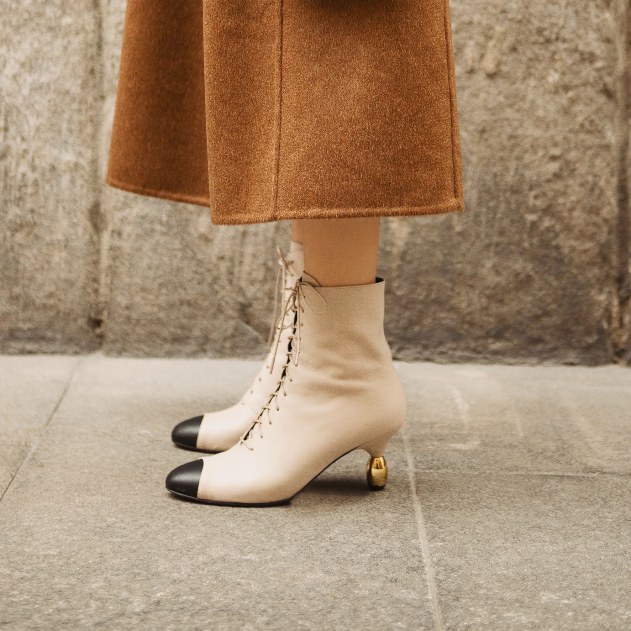 Best Fall Winter 2020 shoes and boots trends: white boots, cowbow heel boots, combat boots, snake print shoes, croc print boots. Yuul Yie Boots