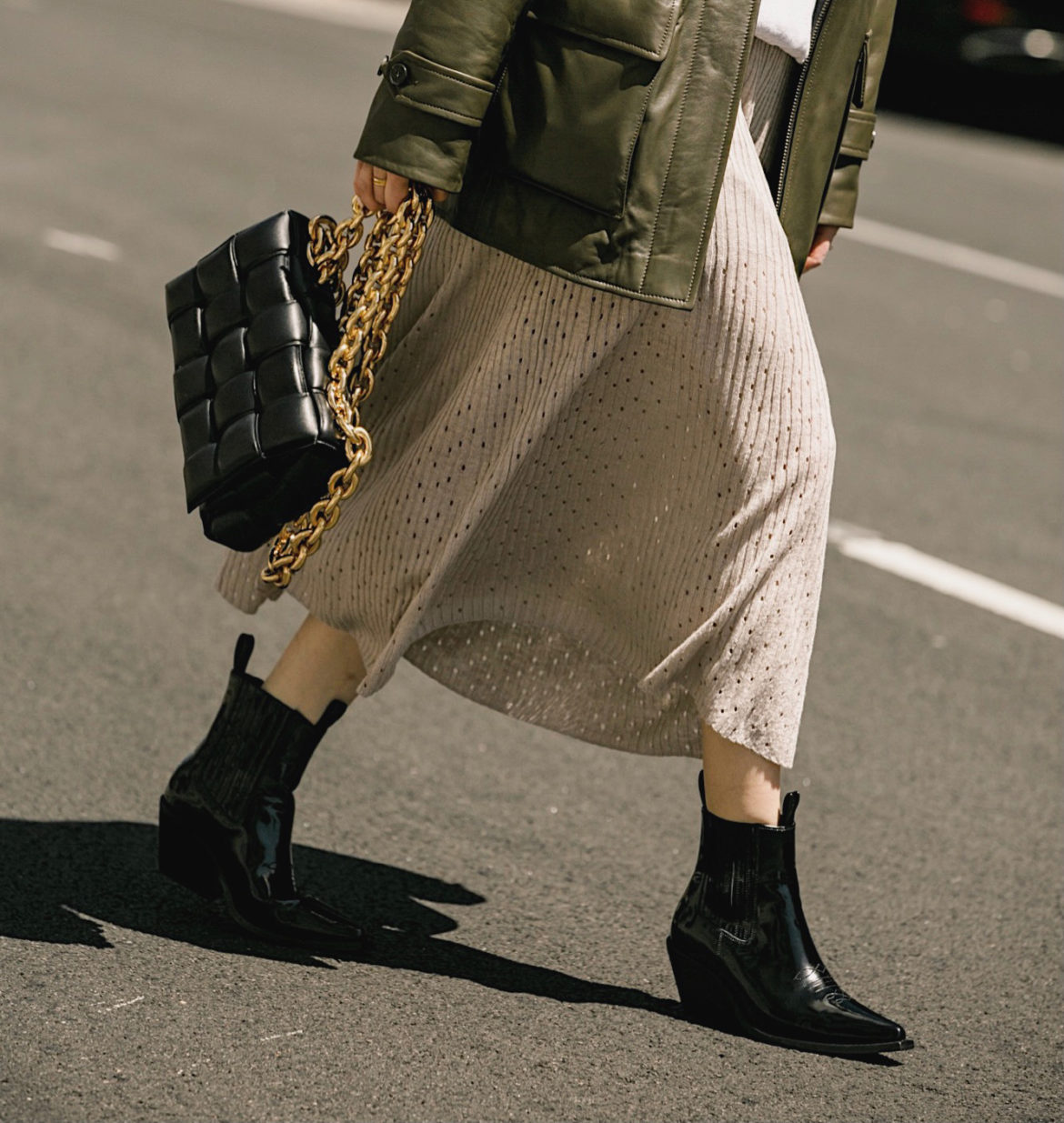 Anine-Bing-black city cowboy boots in patent leather bag bottega veneta styled by Julia Comil