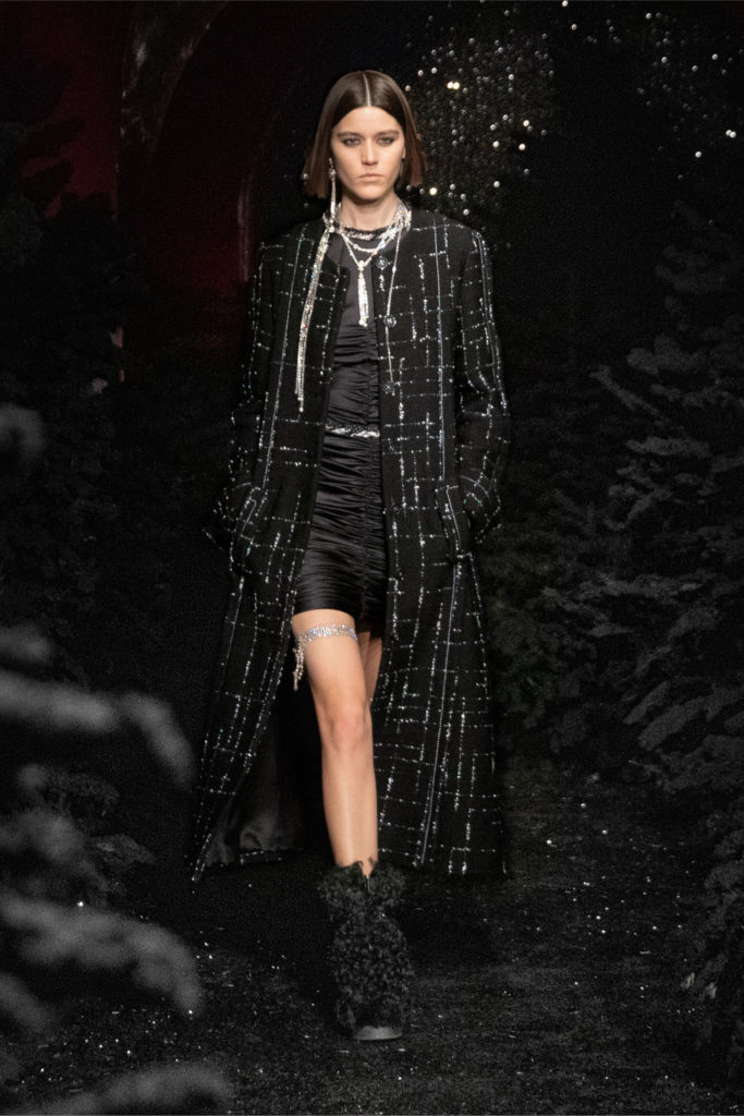 Best coats Fall Winter 2021 from the Runway Chanel Fall-21-RTW long coat oversized