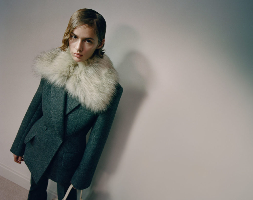 Best coats Fall Winter 2021 from the Runway Khaite RTW-Fall-21 feather wool 90s' style aesthetic