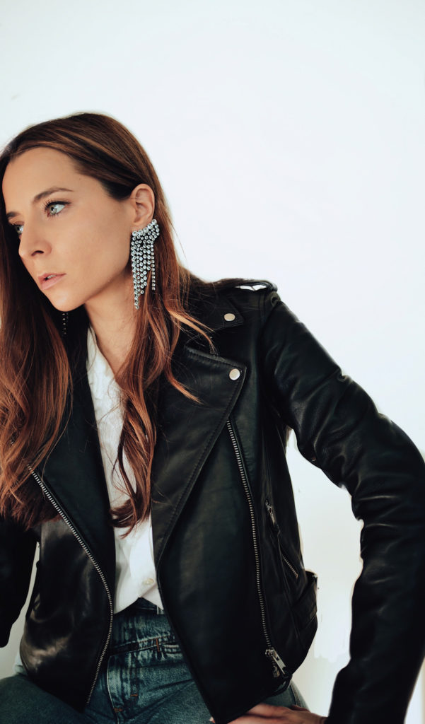 Black leather jacket for women - Julia Comil French fashion influencer wearing the Zig leather jacket by Sezane