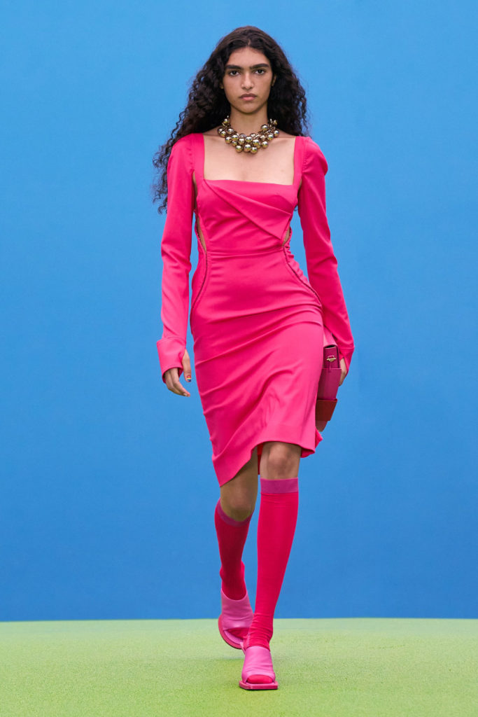Best dresses Fall Winter 2021 from the Runway Jacquemus Hot Pink dress