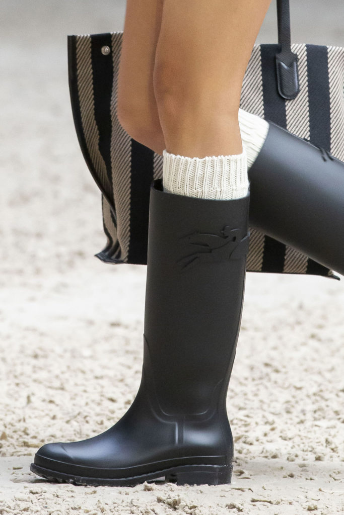Longchamp-Details-Fall-21-RTW horse club