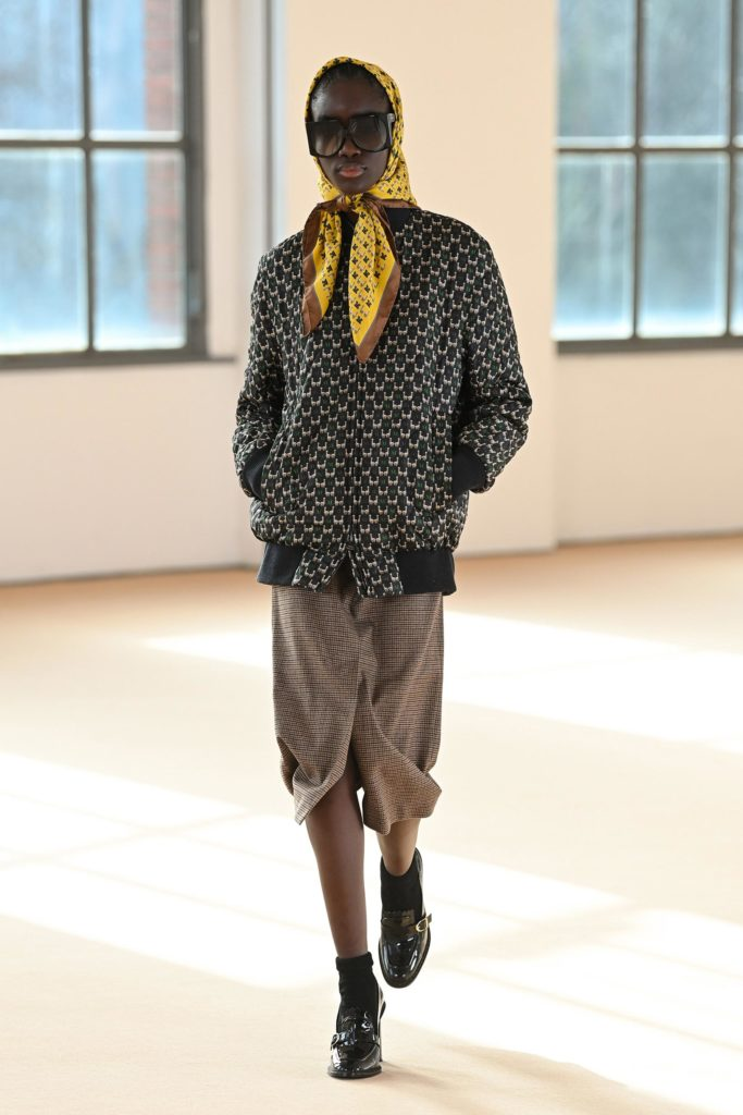 Max Mara FW21 runway trends fashion trends for fall 2021 back to school scarf '50s fashion