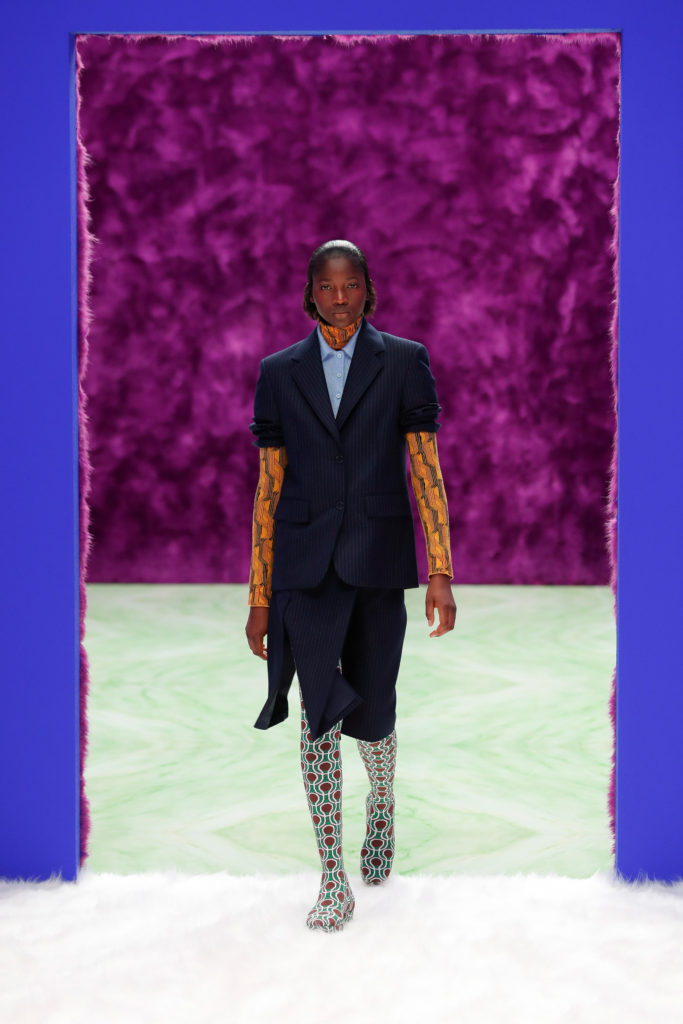 Best Fall Winter 2021 trends from the runway: the leggings - graphic prada